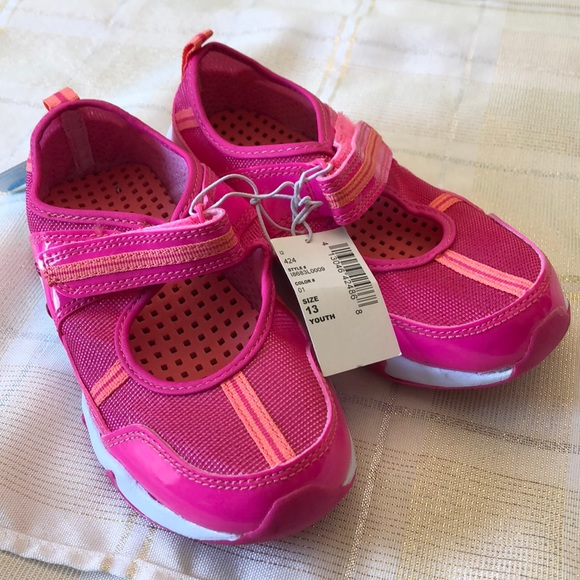 The Childrens Place Girls Size 13 Water